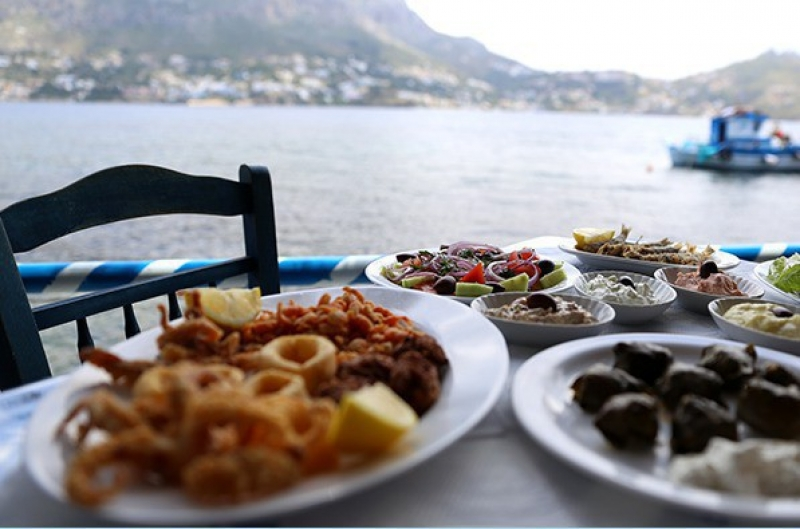 Enjoy a meze by the sea!